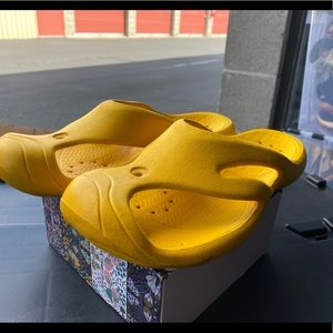 Keen Yellow Rubber Water Flip-Flop Shoes Size M9